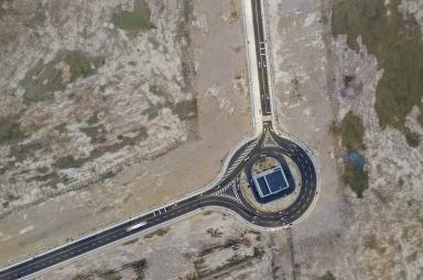新城A區通往人工島唯一的道路