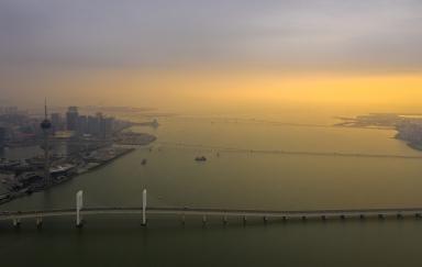 西灣大橋、嘉樂庇大橋、友誼大橋