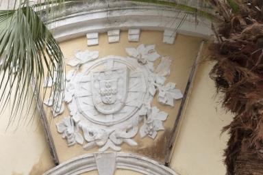 嘉模斜巷近嘉模堂前地建築物的葡國標致