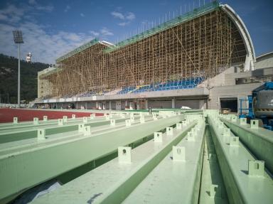 建設中的體育場