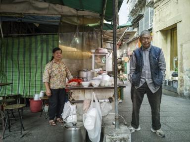 賣草地街中式早餐檔夫婦