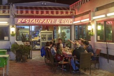 """黑沙海灘9號""""法蘭度餐廳"""""""