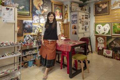 """新勝街36號""""藝雪""""畫室、""""黎雪芬"""",專門繪畫寵物的店鋪"""