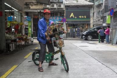 工匠街,街坊加裝音響、飾物自行裝飾單車自得其樂