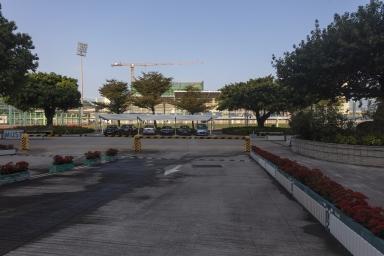 體育館及建設中的R座