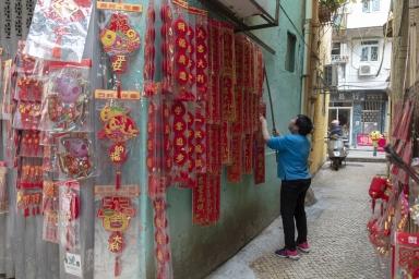 關前正街,售賣揮春、對聯等過年裝飾品的店鋪