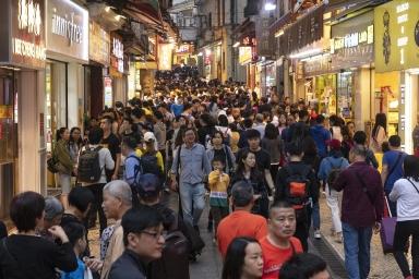 大三巴街的人流