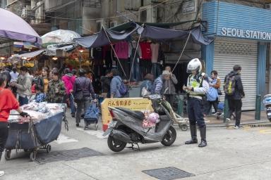 盧九街,檢控違例泊車的警察