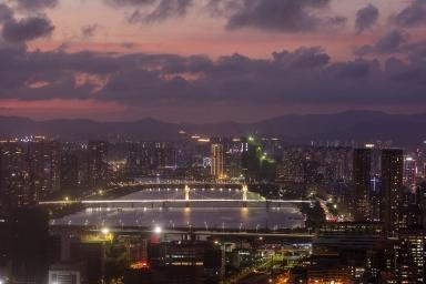 前山河夜色