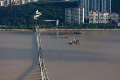 嘉樂庇大橋及海洋花園對出海面填海工程