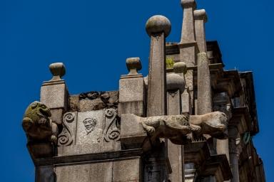 大三巴牌坊側面的雕刻,頭像為牌坊的設計師意大利籍耶穌會士卡洛斯.斯皮諾神父