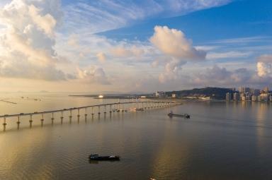 友誼大橋及遠處北安