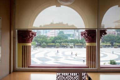 塔石廣場,文化局中央圖書館公眾接待處