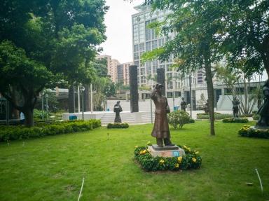 何賢公園,從大潭山民族雕塑園遷移過來的雕塑