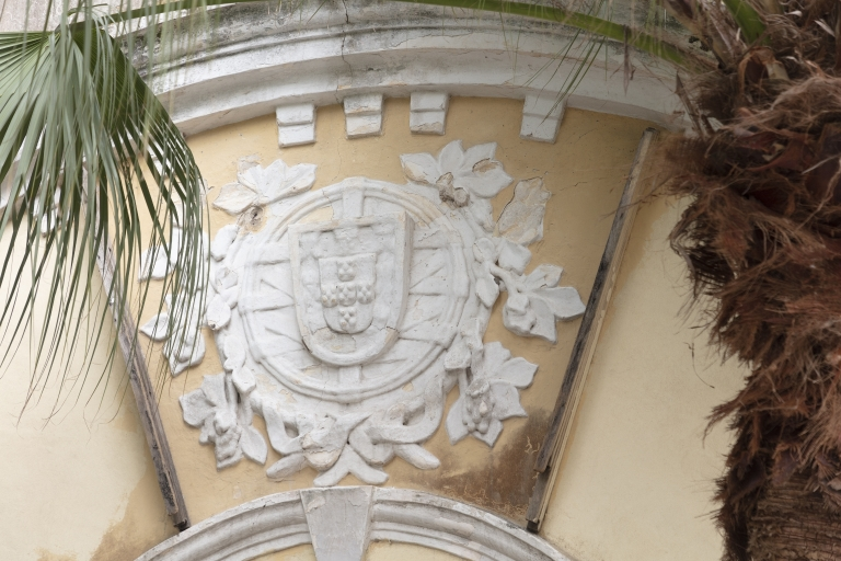 模斜巷近嘉模堂前地建築物的葡國標致