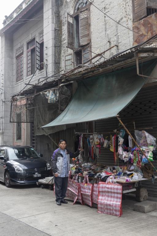 """十月初五街百貨小販""""鄧先生""""經營近40年"""