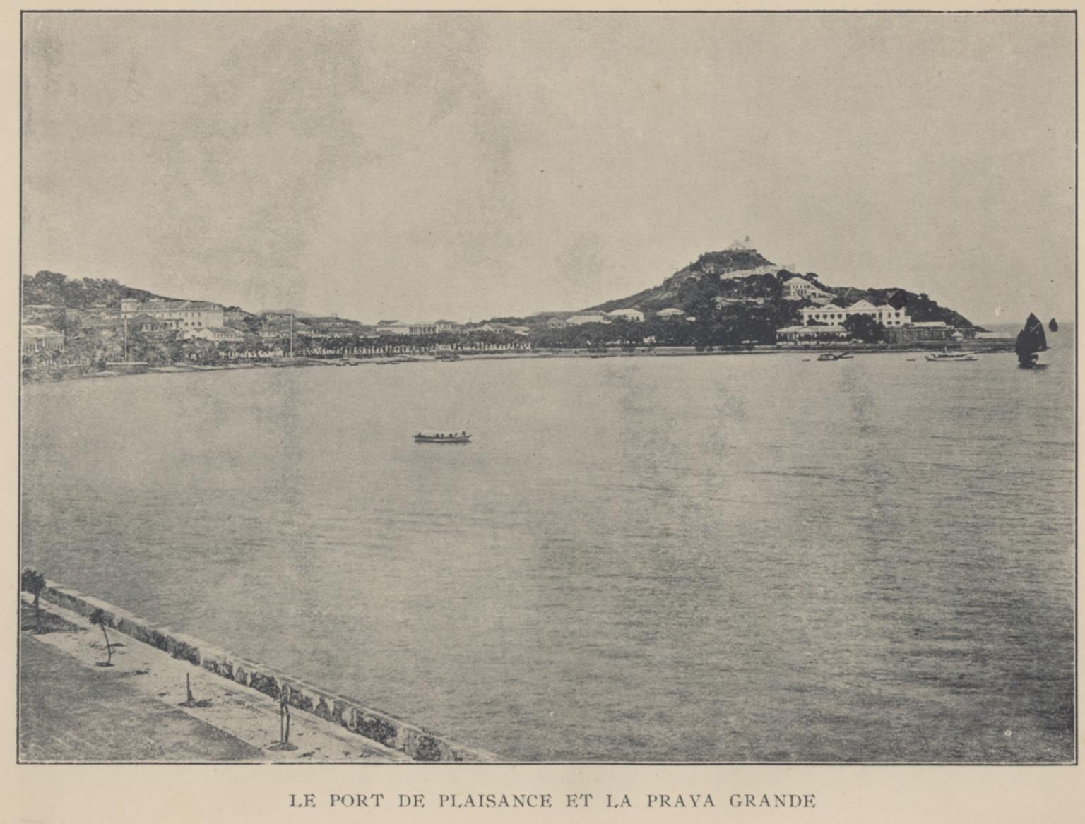 Le port de plaisance et la praya grande