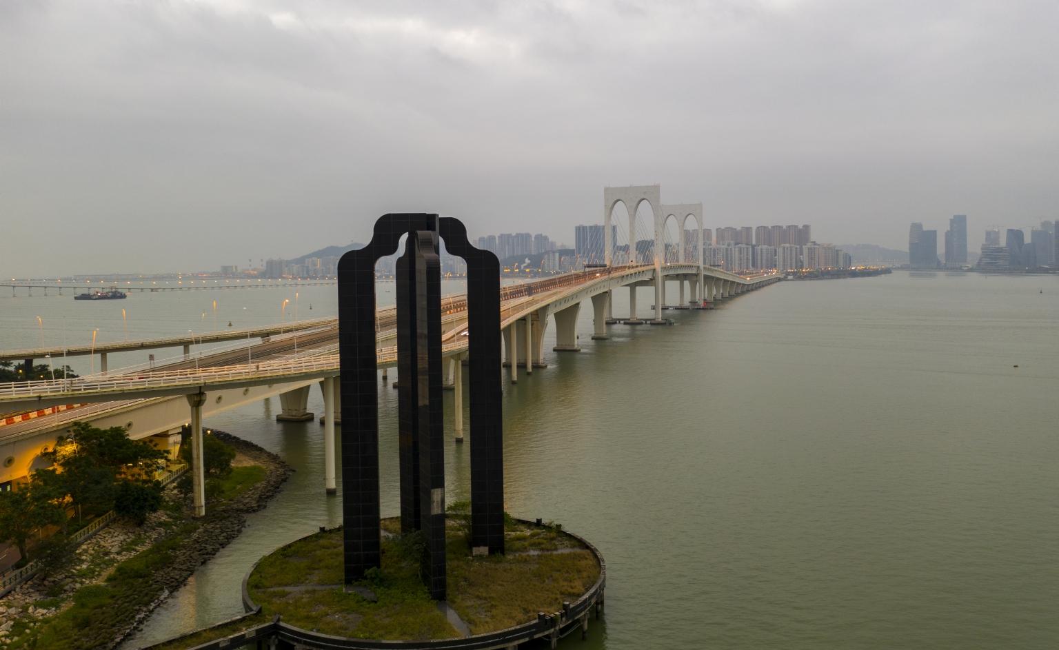融和門及西灣大橋