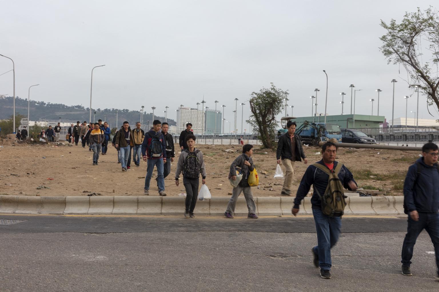 機場大馬路,清晨往上葡京工作的外勞