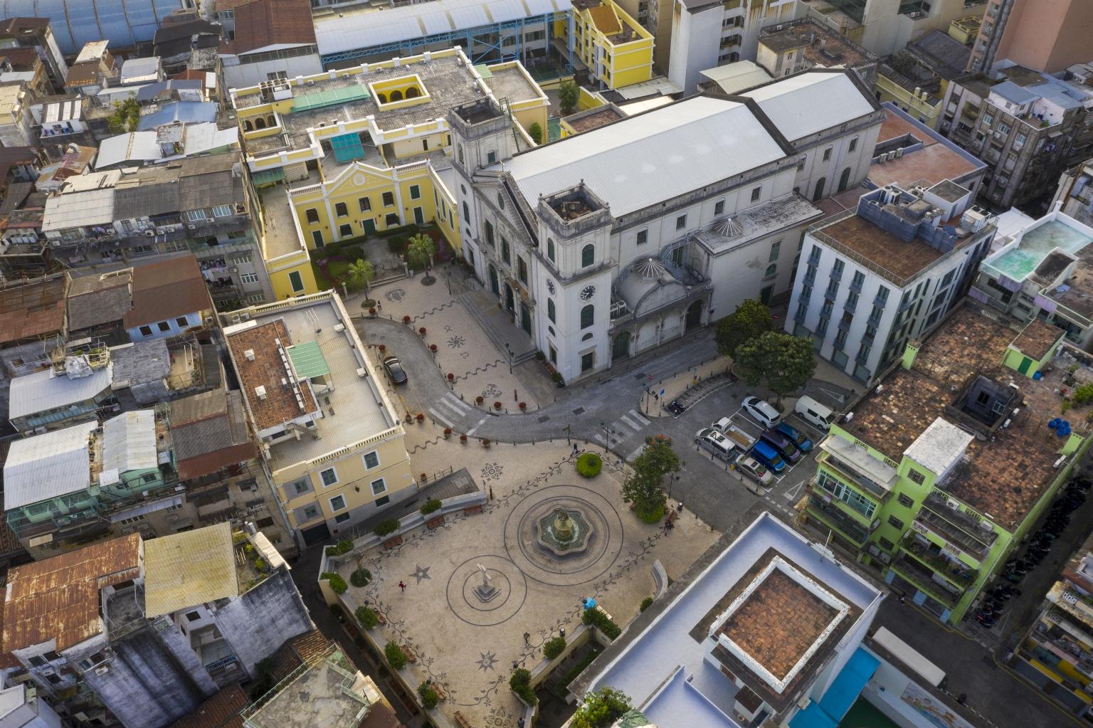 大堂前地、大堂、主教府
