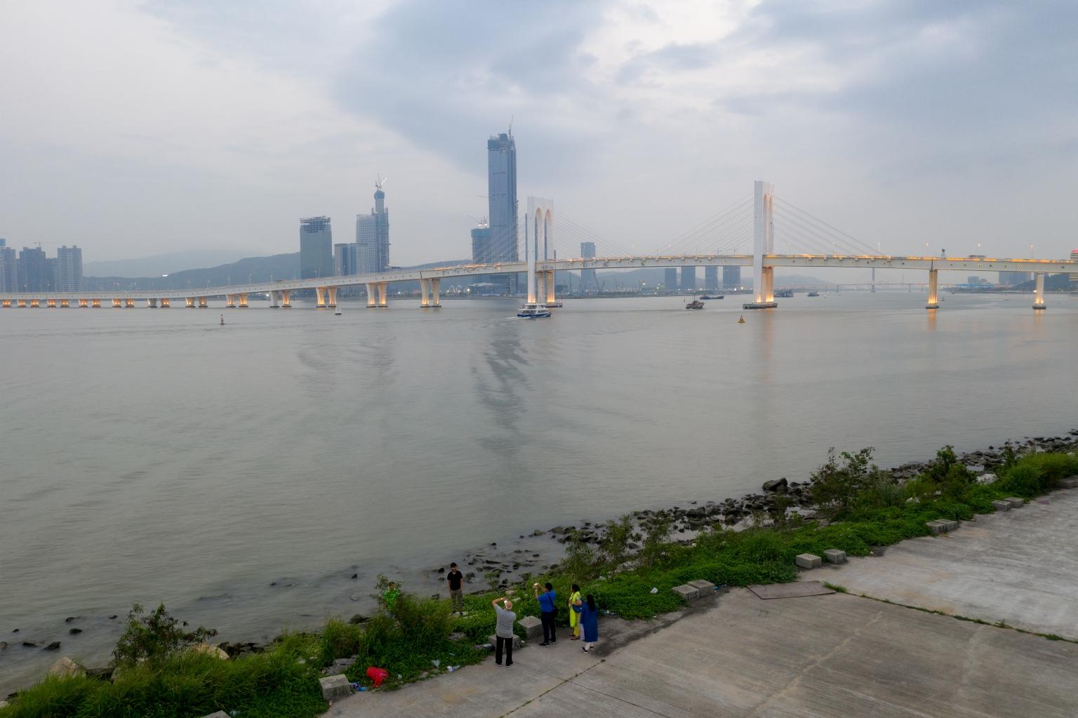 西灣大橋及遠處的橫琴