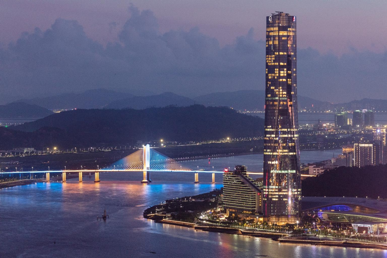 珠澳中心及橫琴橋夜色