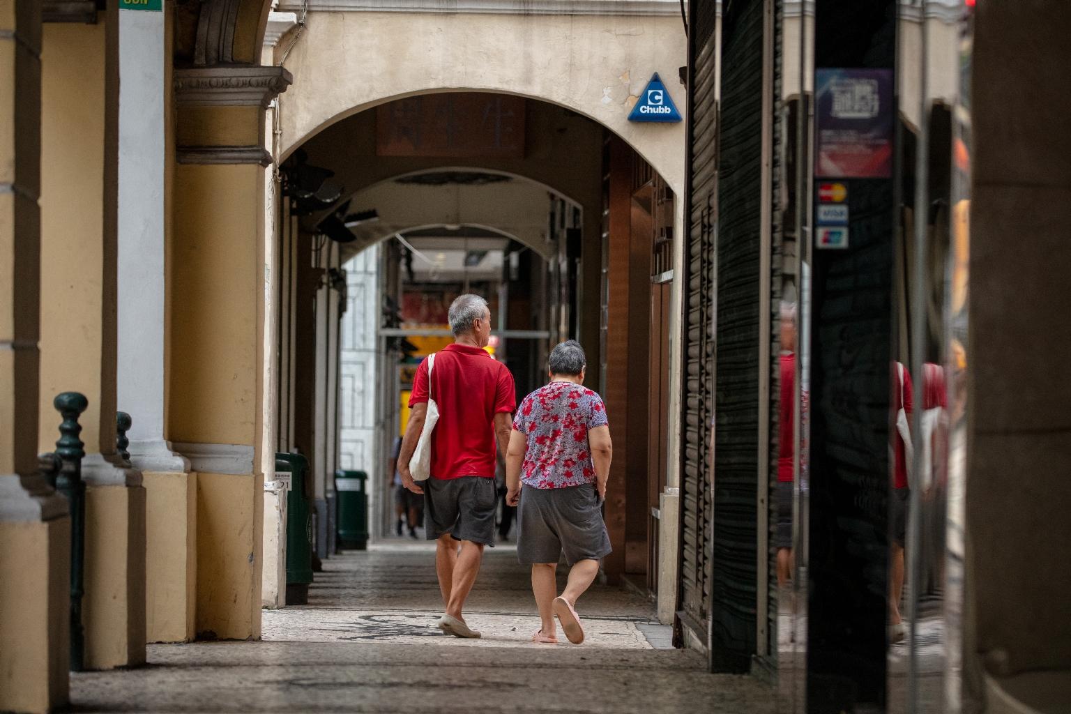 新馬路,每日早上在新馬路散步的夫婦