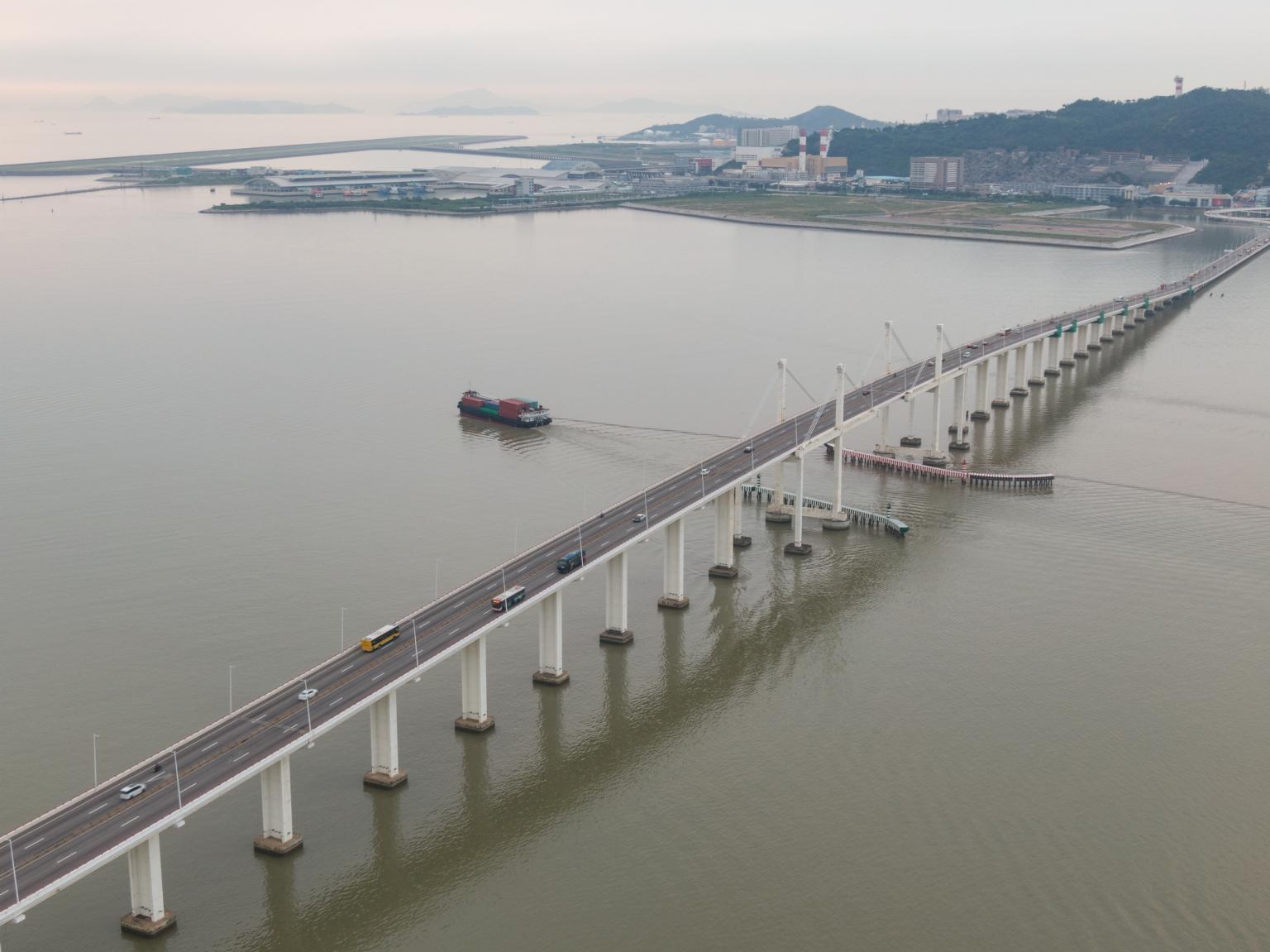 友誼大橋及遠處的北安
